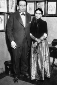 Frida_Kahlo_Diego_1933